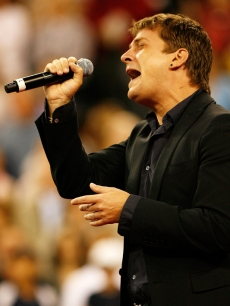 Rob Thomas live at the start of the US Open